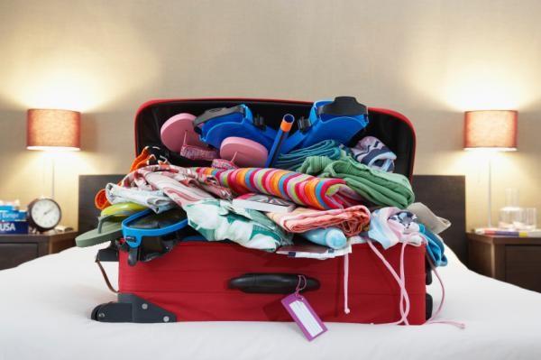 maleta con ropa